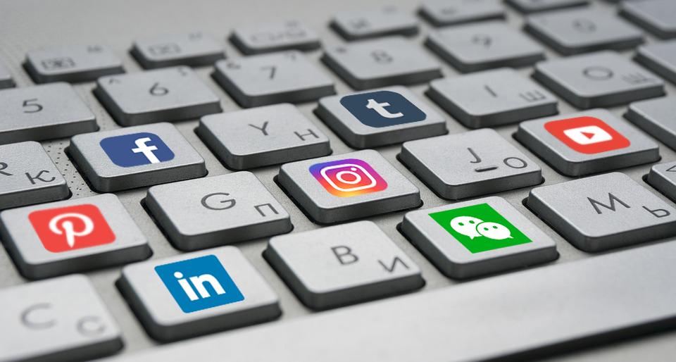 Build Friends in Social Media